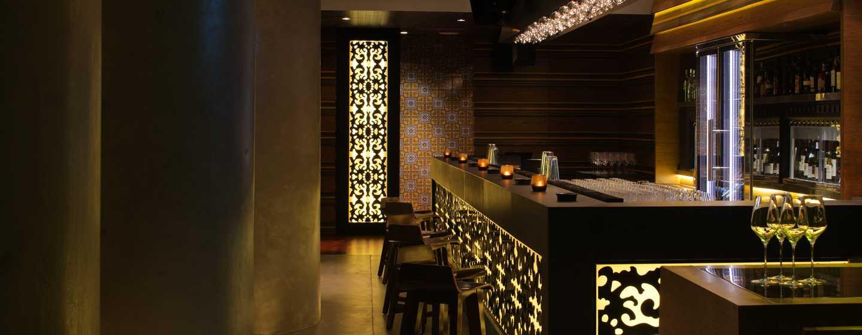 Hotel Conrad Dubai, Emirati Arabi Uniti - L'accogliente wine bar Cave