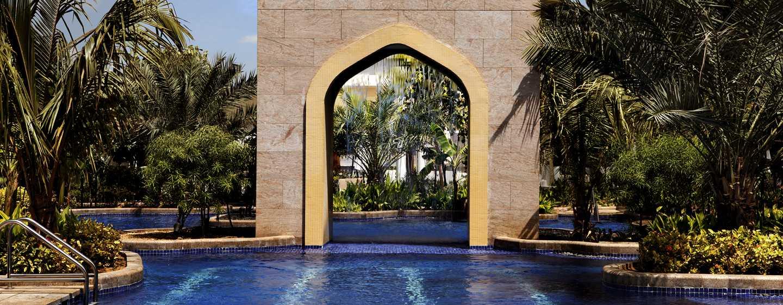 Hotel Conrad Dubai, Emirati Arabi Uniti - Piscina esterna del Conrad Dubai