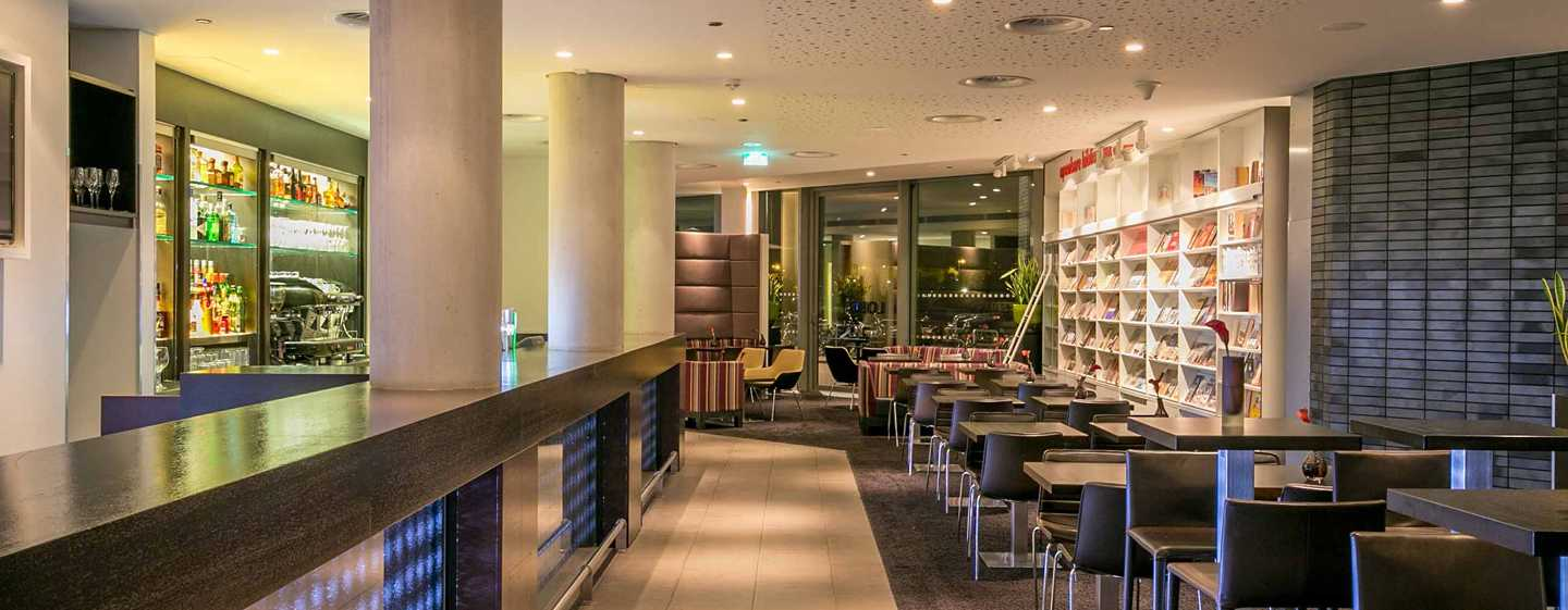 Hotel DoubleTree by Hilton Amsterdam Centraal Station, Paesi Bassi - Bar nella lobby