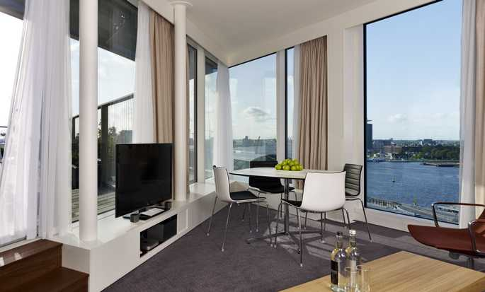 Hotel DoubleTree by Hilton Amsterdam Centraal Station, Paesi Bassi - Suite Master con letto king size e terrazza