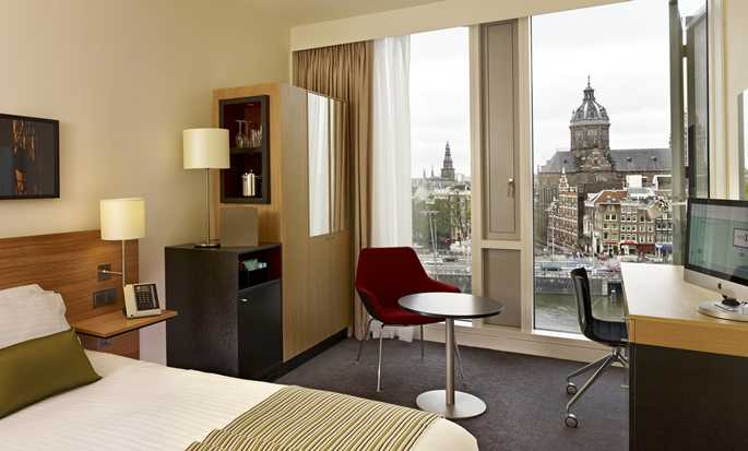 Hotel DoubleTree by Hilton Amsterdam Centraal Station, Paesi Bassi - Camera con letto queen size