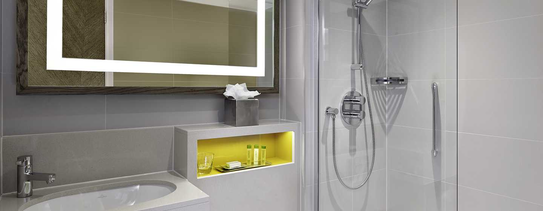 DoubleTree by Hilton Hotel London - Hyde Park, Regno Unito - Bagno con vasca e doccia