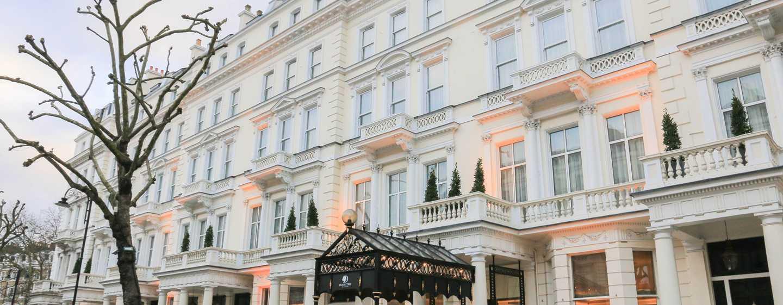 DoubleTree by Hilton Hotel London - Kensington, Regno Unito - Ingresso illuminato dalla luce diurna