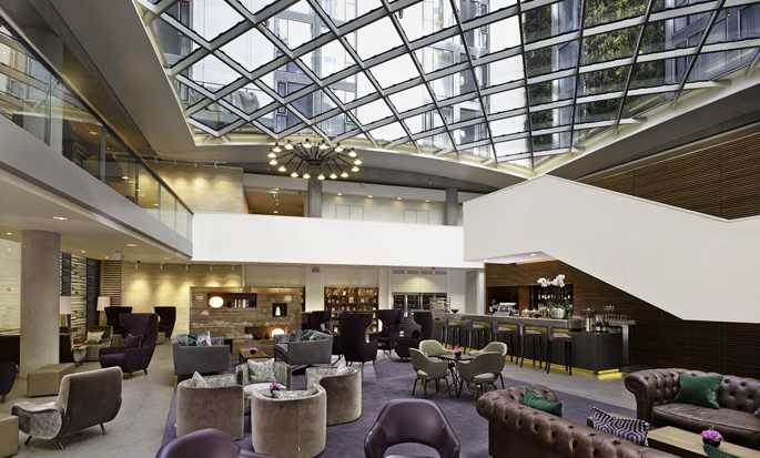 DoubleTree by Hilton Hotel London - Tower of London, Regno Unito - Bar nella lobby