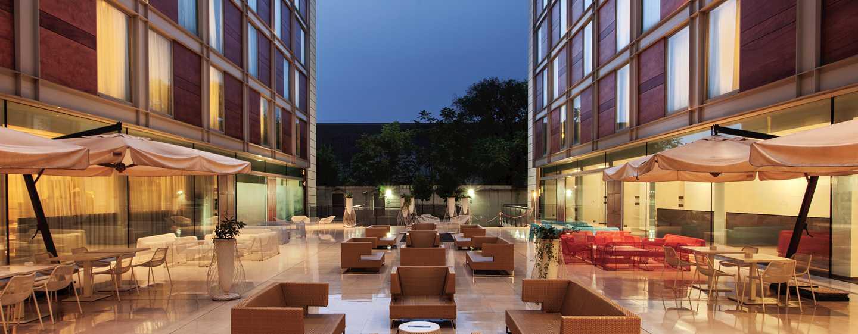 DoubleTree by Hilton Hotel Milan, Italia - Patio