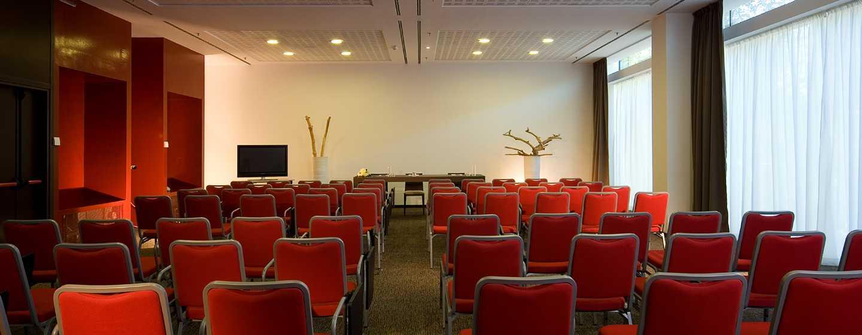 DoubleTree by Hilton Hotel Milan, Italia - Sala meeting con allestimento a teatro
