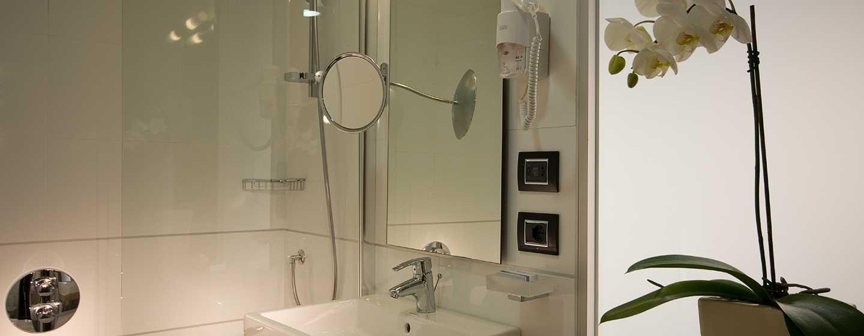 DoubleTree by Hilton Hotel Milan, Italia - Bagno della camera