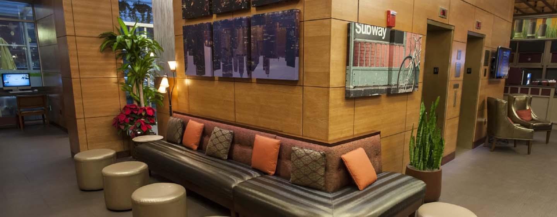 DoubleTree by Hilton Hotel New York - Salotto nella lobby