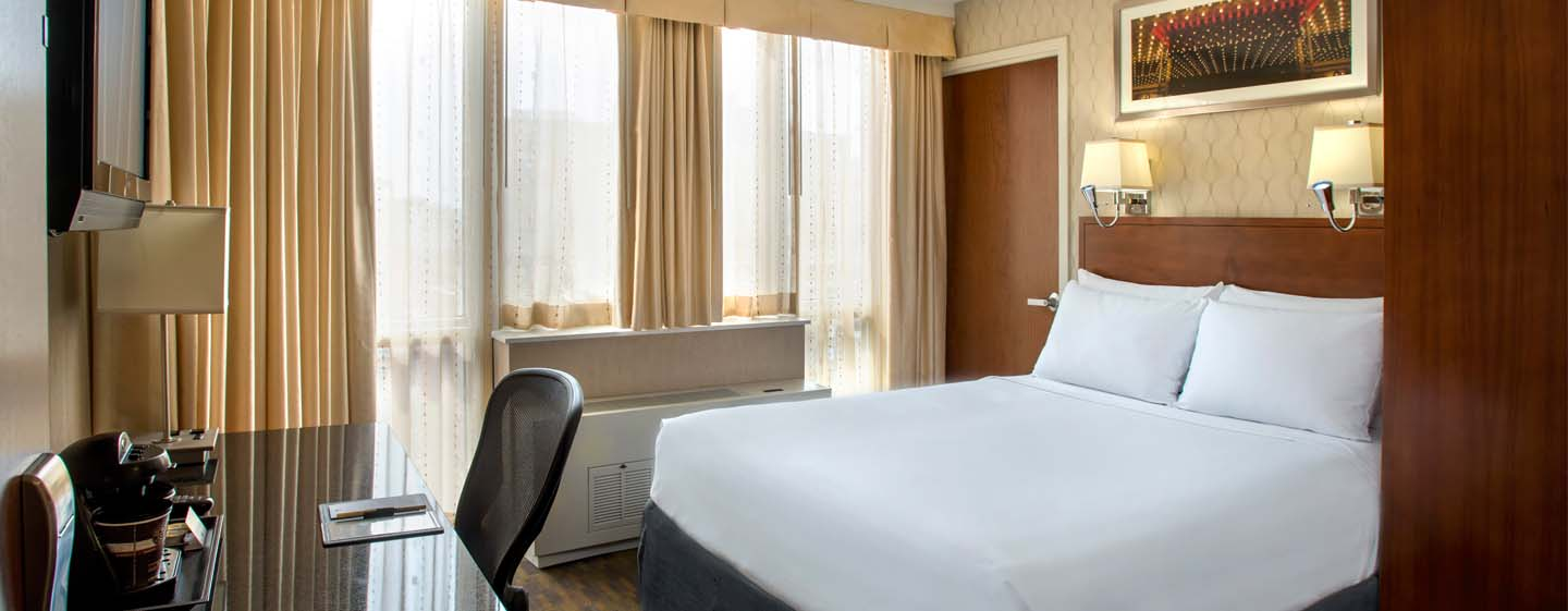 DoubleTree by Hilton Hotel New York - Camera con letto queen size