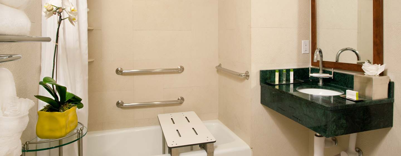 DoubleTree by Hilton Hotel New York - Bagno accessibile ai disabili