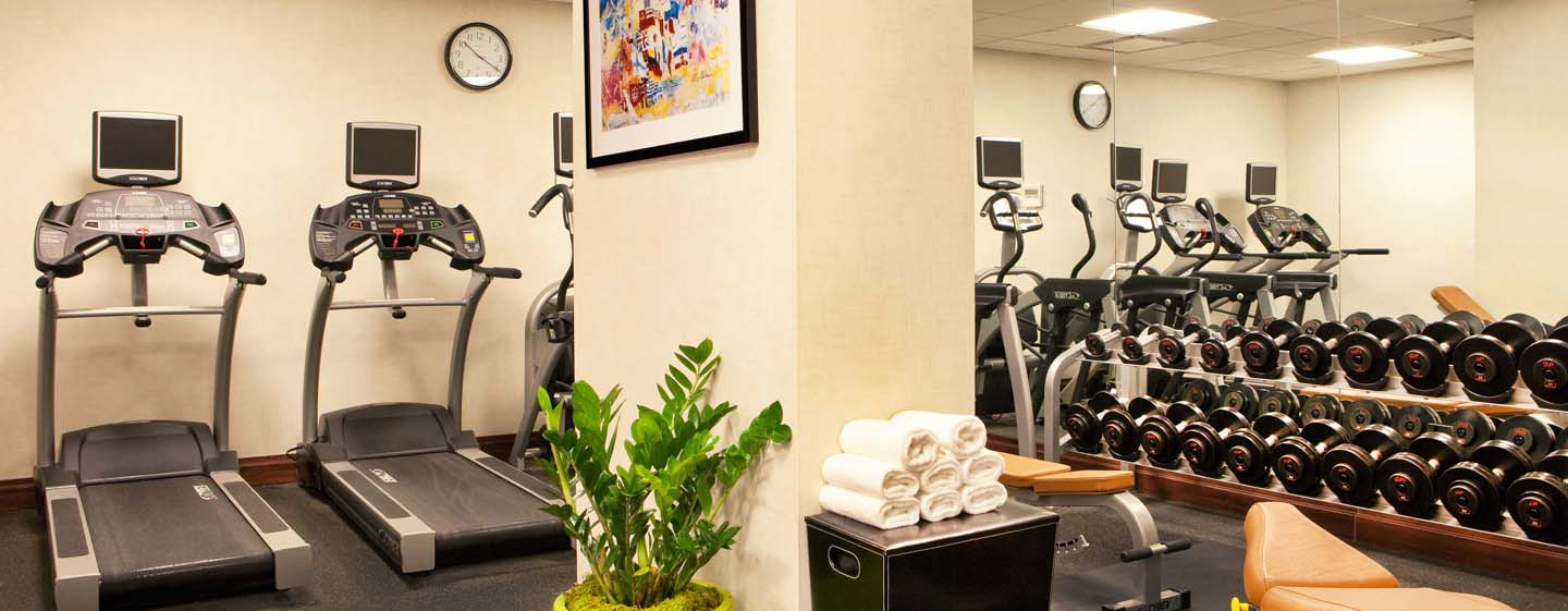 DoubleTree by Hilton Hotel New York - Fitness center