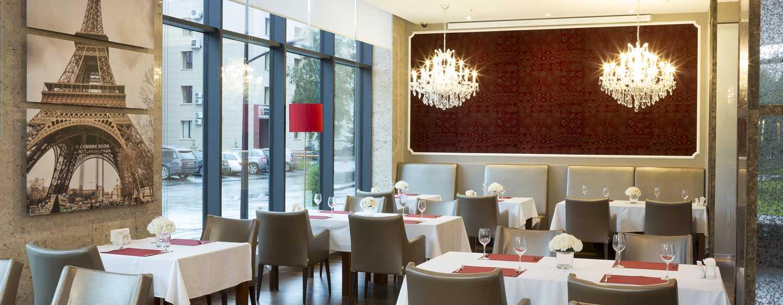 DoubleTree by Hilton Hotel Novosibirsk, Russia - Lampadario del ristorante Paris
