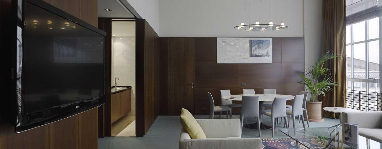 Hotel DoubleTree by Hilton Turin Lingotto, Italia - Zona soggiorno della Suite Presidential