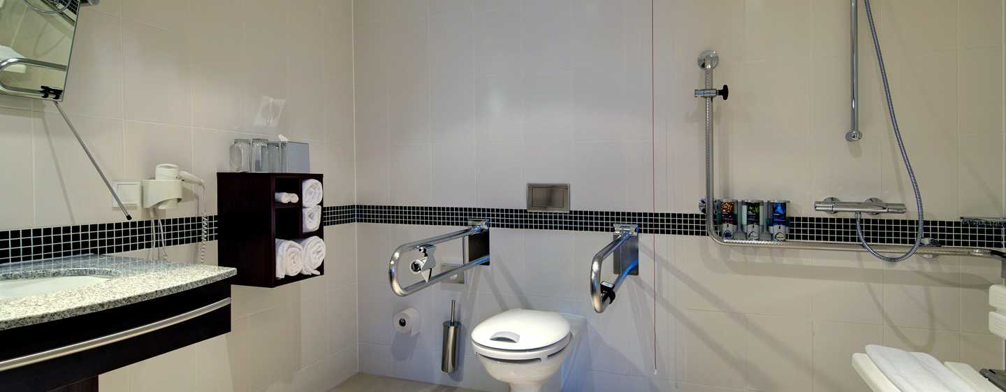 Hotel Hampton by Hilton Berlin City West, Berlino, Germania - Bagno accessibile ai disabili