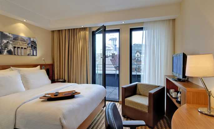 Hotel Hampton by Hilton Berlin City West, Berlino, Germania - Camera con letto queen size e balcone