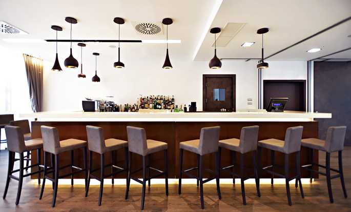 Hilton Garden Inn Milan North, Italia - Garden Bar