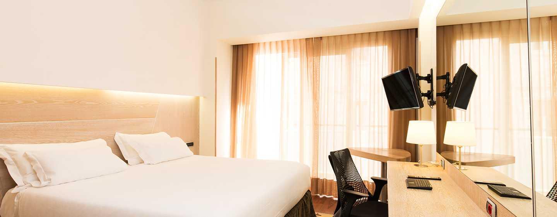 Hilton Garden Inn Rome Claridge, Italia - Camera con letto king size
