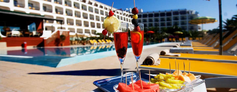 Hotel Hilton Giardini Naxos, Sicilia, Italia - Succo di frutta a bordo piscina