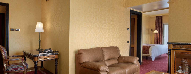 Hotel Hilton Giardini Naxos, Sicilia, Italia - Suite d'angolo Hilton con letto king size
