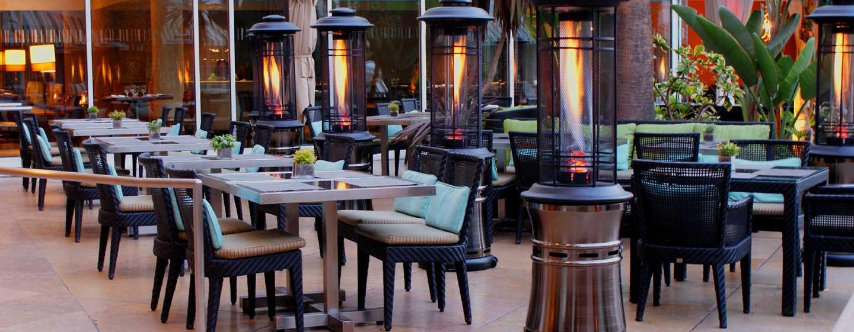 The Beverly Hilton, Stati Uniti d'America - Patio del Circa 55