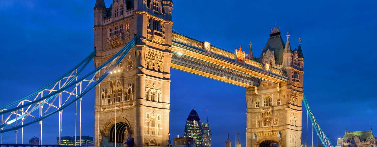 The Waldorf Hilton, Londra - Tower Bridge di notte
