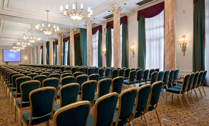 The Waldorf Hilton, Londra, Regno Unito - Meeting