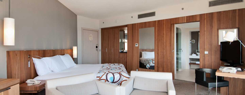 Hotel Hilton Malta, St. Julian's, Malta - Suite Relaxation