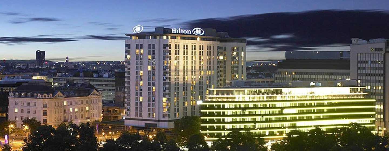 Hotel Hilton Vienna, Vienna, Austria - L'Hilton Vienna di sera