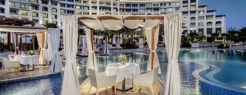 Waldorf Astoria Dubai Palm Jumeirah, Emirati Arabi Uniti - Ristorazione a bordo piscina