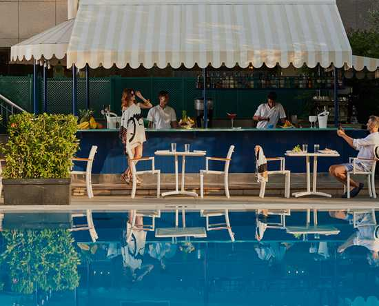 Rome Cavalieri, A Waldorf Astoria Resort, Italia - Pool Bar