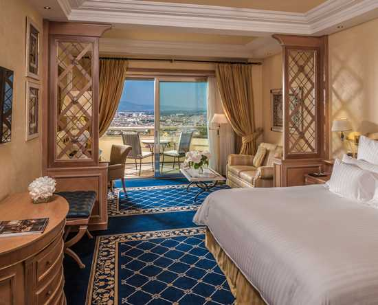 Rome Cavalieri, A Waldorf Astoria Resort, Italia - Camera Imperial con letto king size e vista su Roma