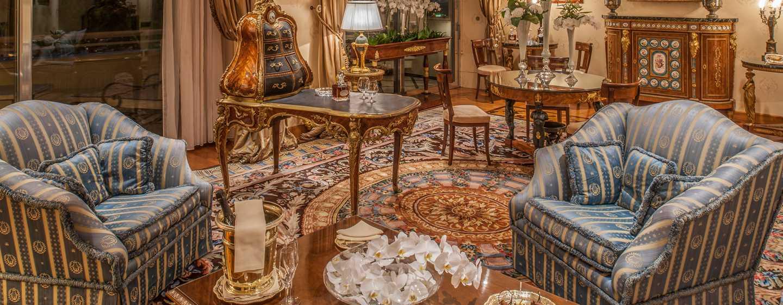 Rome Cavalieri, A Waldorf Astoria Resort, Italia - Soggiorno della Suite Napoleon
