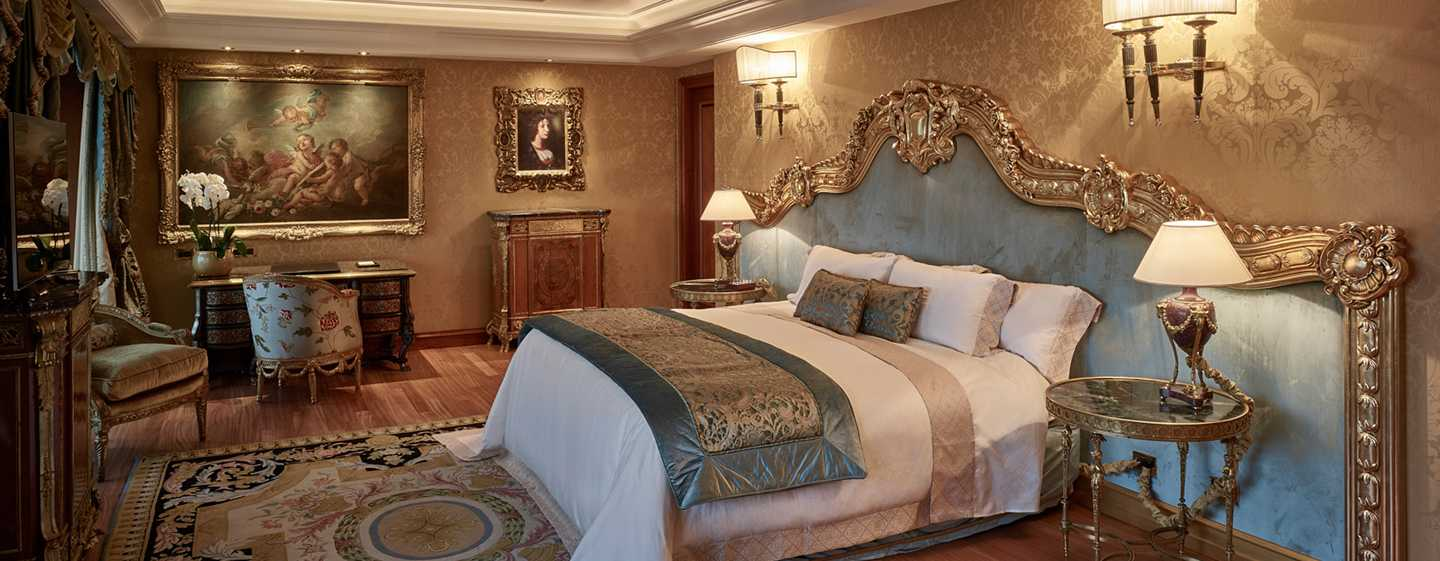 Rome Cavalieri, A Waldorf Astoria Resort, Italia - Camera da letto della Suite Petronius