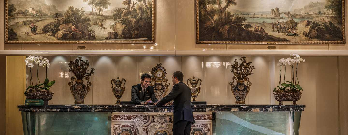 Rome Cavalieri, A Waldorf Astoria Resort, Italia - Concierge desk