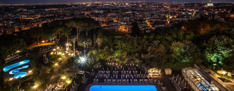 Rome Cavalieri, A Waldorf Astoria Resort, Italia - Vista notturna su Roma dalla terrazza dell'hotel