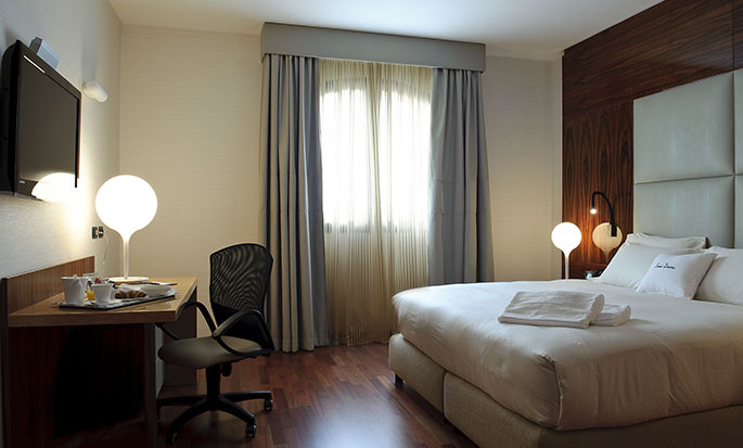 Hotel Doubletree by Hilton Acaya Golf Resort Lecce, Italia - Camera di una suite con letto king size