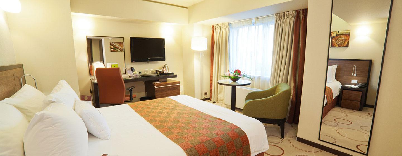 DoubleTree by Hilton Hotel Bucharest, Romania - Camera con letto queen size