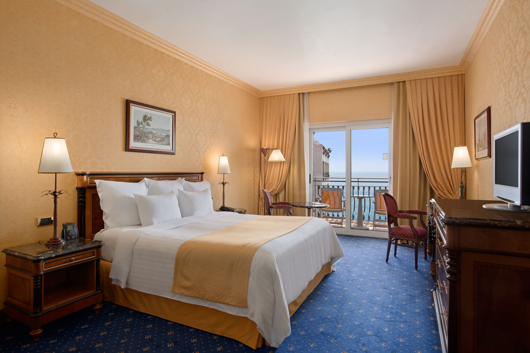 Elegante hotel in sicilia e giardini naxos hilton for Hilton hotel italia