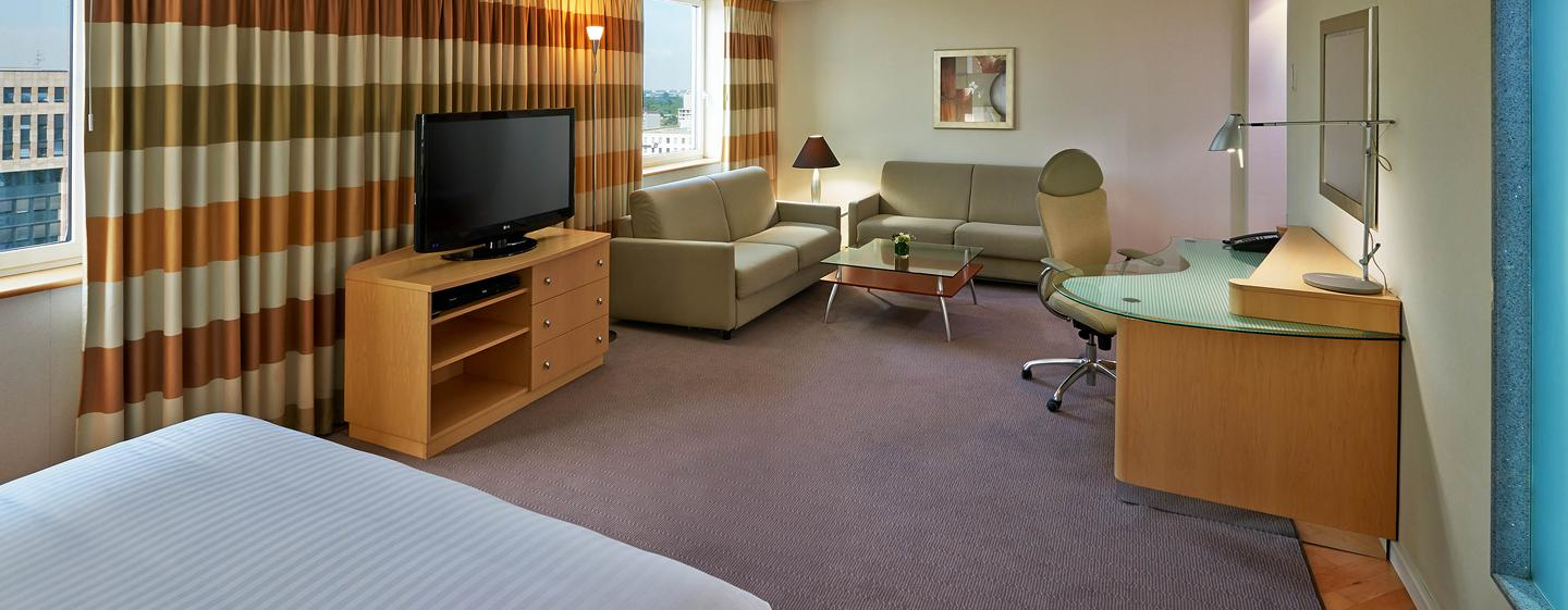 Hilton Dusseldorf, Germania - Junior Suite con letto king size