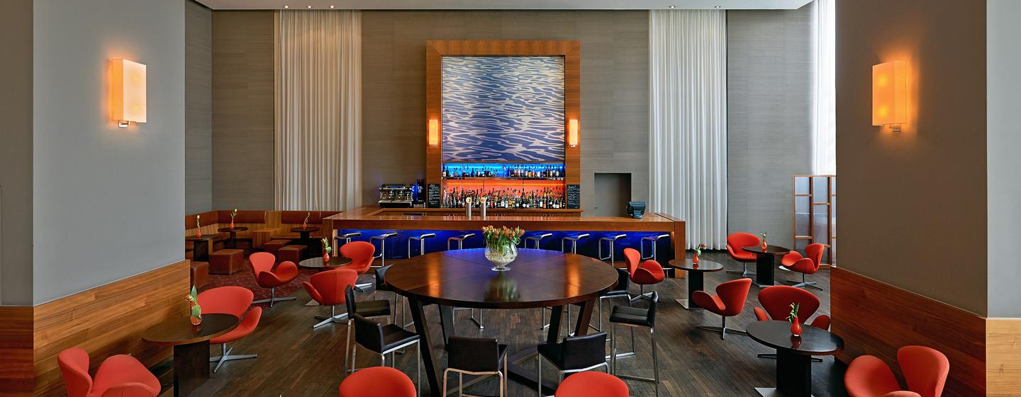 Hilton Dusseldorf, Germania - Axis Bar & Lounge