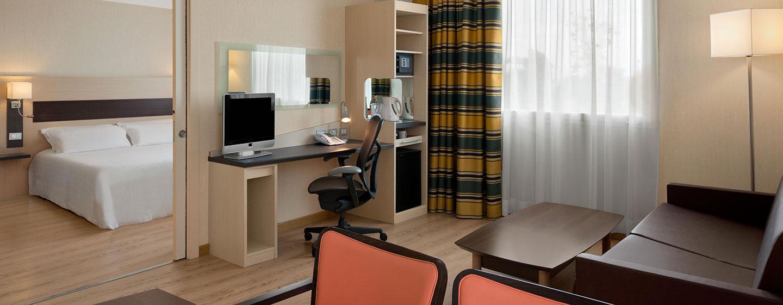 Hotel Hilton Garden Inn Rome Airport, Italia - Soggiorno della camera per famiglie