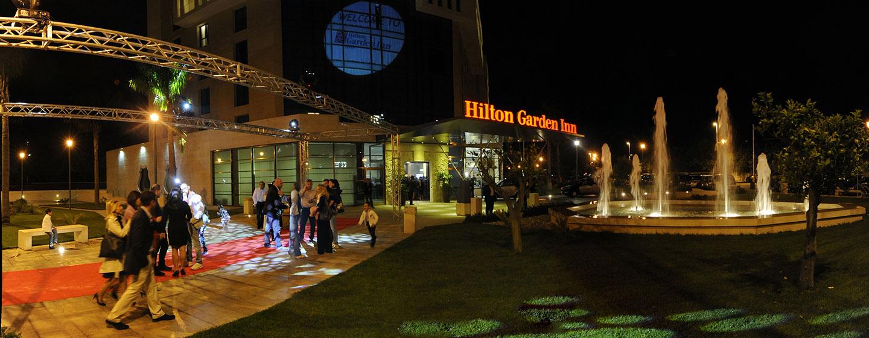 Hotel Hilton Garden Inn Lecce, Italia - Esterno dell'ingresso di notte