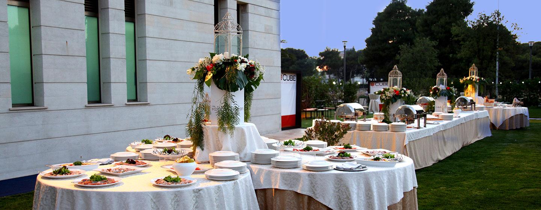 Hotel Hilton Garden Inn Lecce, Italia - Buffet in giardino