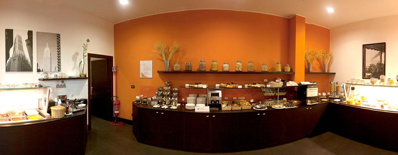 Hotel Hilton Garden Inn Lecce, Italia - Area per la prima colazione a buffet