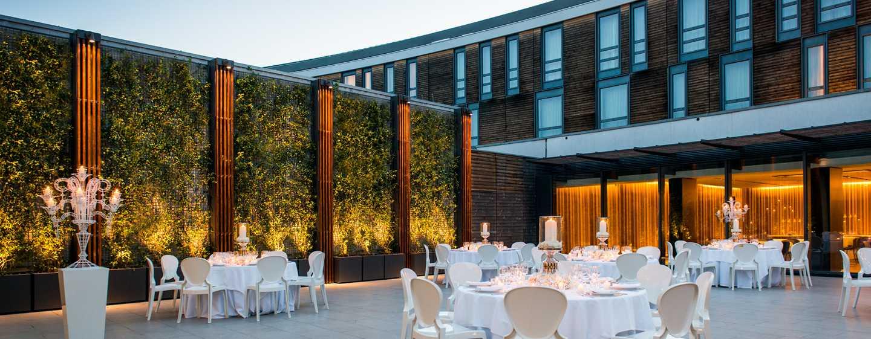 DoubleTree by Hilton Hotel Venice - North, Italia - Tavolo rotondo nel giardino dell'Arco