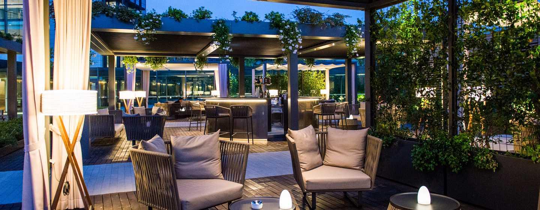 DoubleTree by Hilton Hotel Venice - North, Italia - Divanetti del giardino dell'Arco